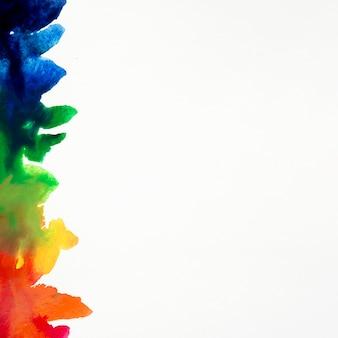 Coups de pinceau aquarelle aux couleurs de l'arc-en-ciel