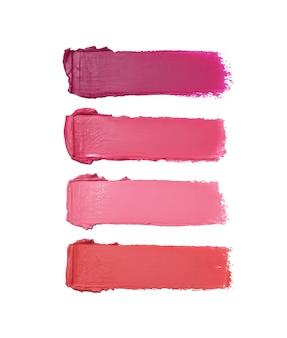 Coups de pinceau de rouge à lèvres dans différentes nuances isolés sur blanc