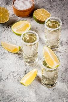 Coups de tequila au citron vert et au sel