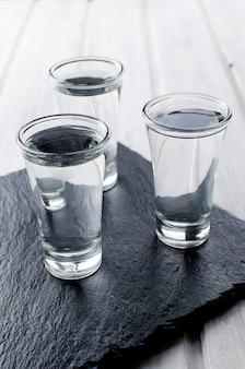Coups de vodka sur un tableau blanc