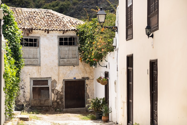 La cour devant la porte d'entrée. espagne, îles canaries, tenerife