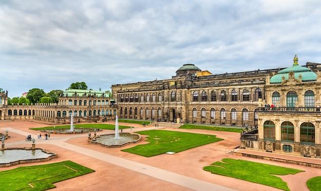 Cour du palais zwinger à dresde - saxe, allemagne