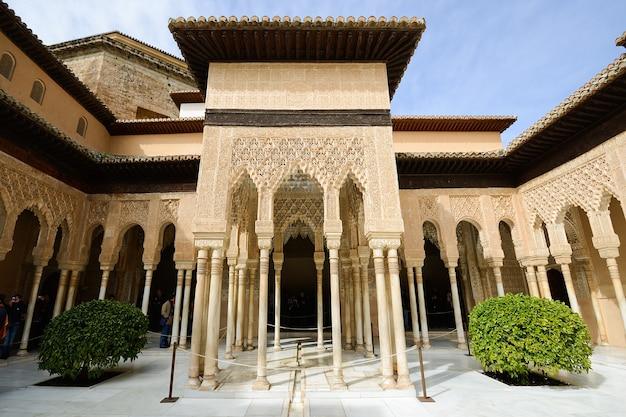 Cour des lions dans alhambra
