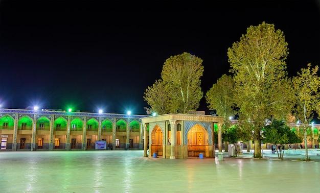Cour de la mosquée shah cheragh à shiraz - iran
