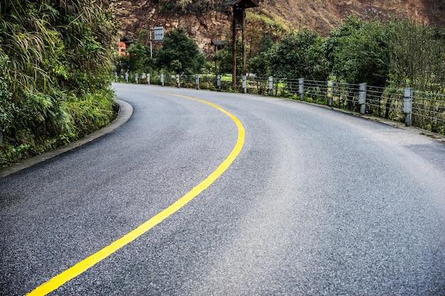 Courbe sur une route