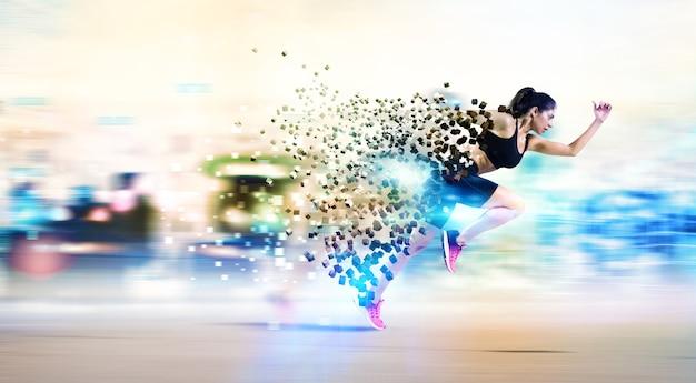 Coureur de femme athlétique rapide en vêtements de sport avec des lumières colorées sur le mur