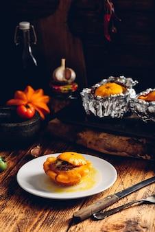 Courge pattypan jaune farcie de viande hachée, poireau, carotte, ail et épices