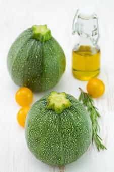 Courgettes à l'huile et à la tomate
