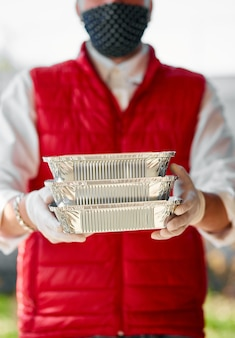 Courier hold go box food, service de livraison, livraison de restaurants à emporter à domicile