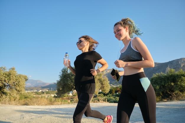 Courir les femmes en plein air, nature, montagne