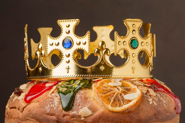 Couronne de gros plan sur le gâteau épiphanie roscon de reyes