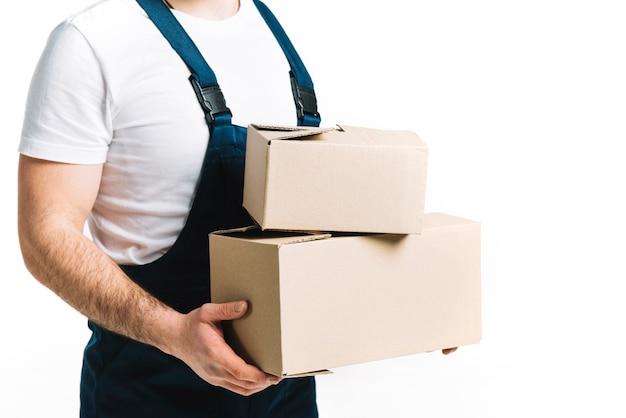 Courrier agricole avec des boîtes