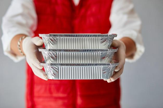 Courrier hold go box food, service de livraison, livraison de plats à emporter restaurants à domicile.