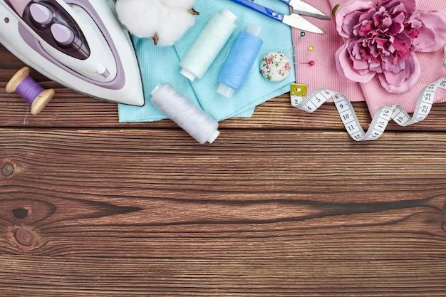 Cours de couture en ligne avec divers articles pour la couturière