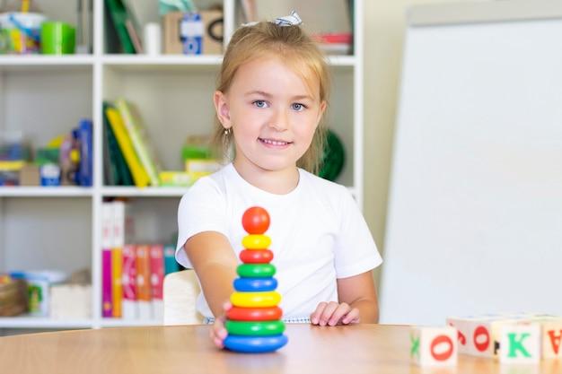 Cours de développement et d'orthophonie avec un enfant.