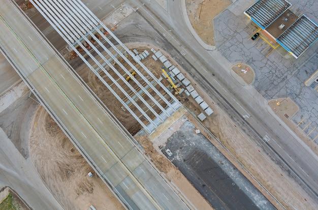 En cours de rénovation reconstruction de pont de réparation de routes sur la route usa