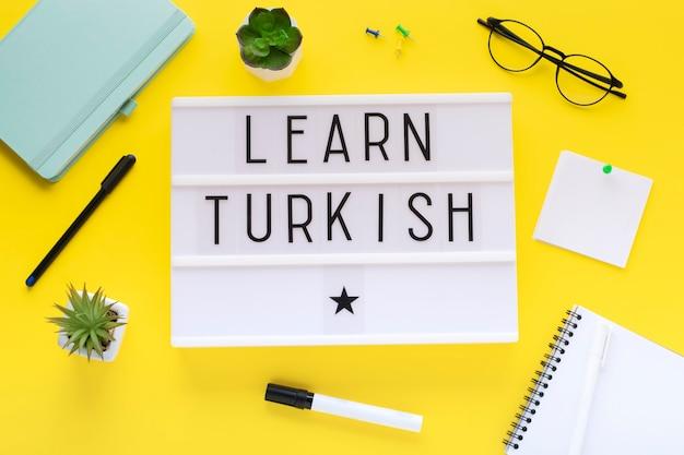 Cours de turc en ligne concept d'apprentissage à distance.