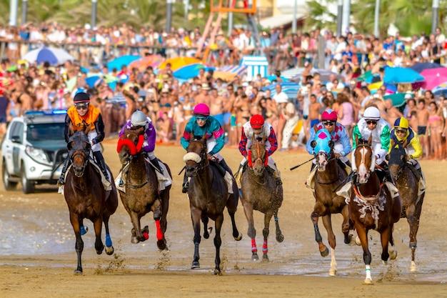 Course de chevaux sur sanlucar de barrameda, espagne, 2016
