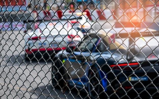 Course de voitures de sport automobile sur route goudronnée