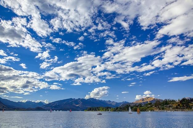 Course de yachts sur le lac wanaka