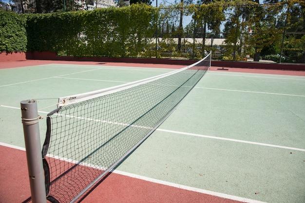 Court de tennis avec filet
