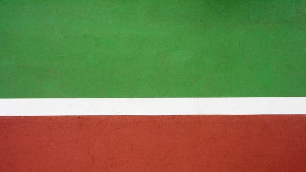 Court de tennis rouge et vert