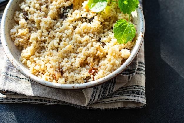Couscous deuxième plat sans viande légumes épices apéritif portion fraîche