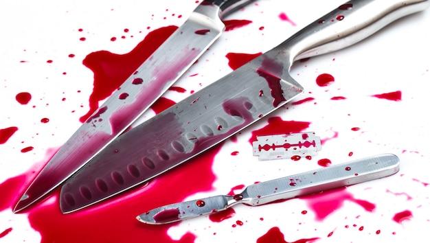Couteau avec du sang