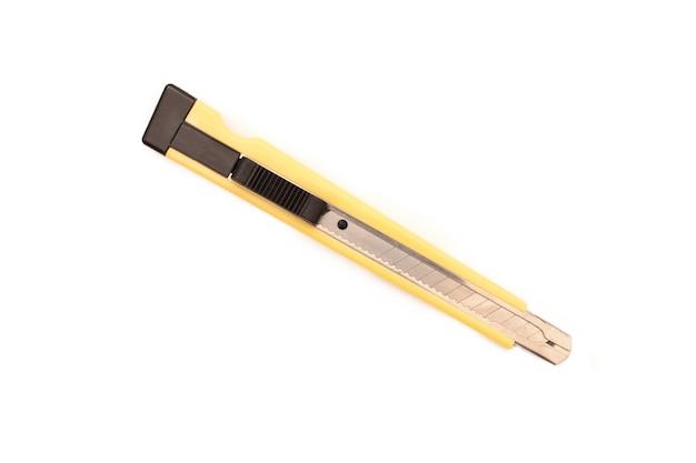 Couteau isolé sur fond blanc