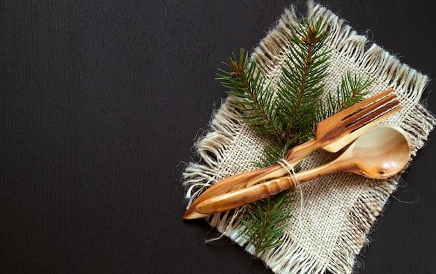 Couverts en bois, fourchette et cuillère.