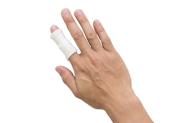 Couverture de gaze de gaze main de blessée sur fond blanc