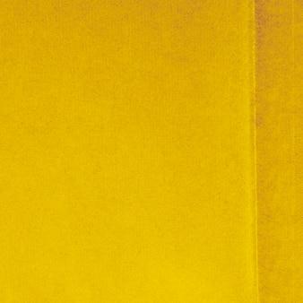 Couverture jaune avec fond de carte de saison
