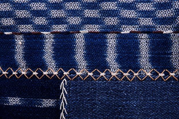 Une couverture de livre en tissu vintage avec un motif d'écran bleu et des textures de fond grunge.
