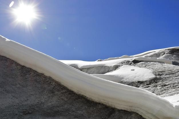 Couverture de neige dans la place enneigée de huaytapallana