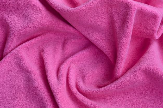 La couverture en tissu polaire rose à fourrure.