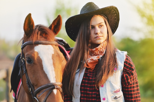 Cow-girl et cheval