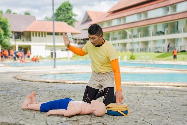 Cpr et aed formation victime enfant noyade