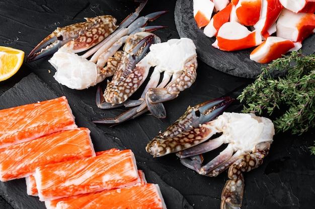 Crabe bleu frais de natation océan gourme pièces ensemble, sur fond noir