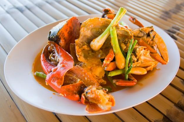 Crabe sauté à la poudre de curry jaune