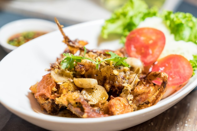 Crabe soft shell avec du sel de chili