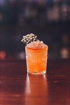 Craft cocktail hour au hipster bar.