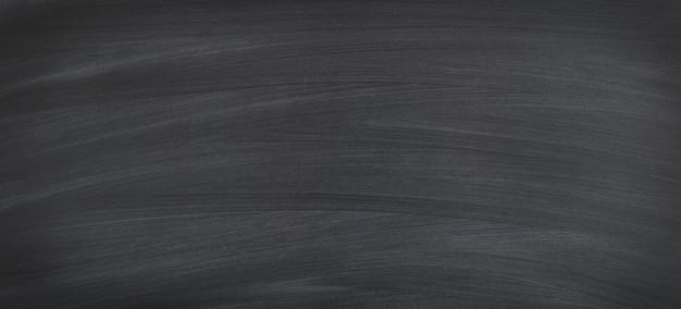 Craie frottée sur le tableau noir pour le fond. commission scolaire pour texte