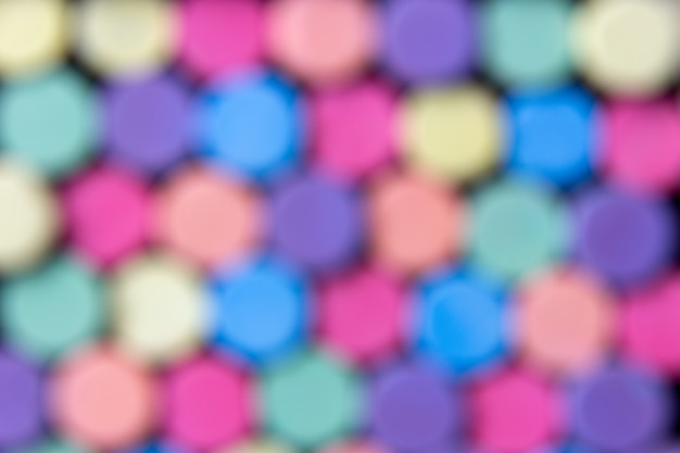 Craie multicolore floue abstraite pour tableau noir, fond de craie multicolore.