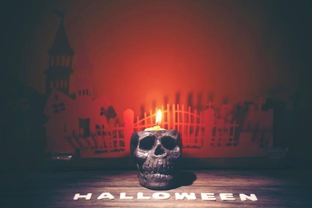Crâne humain dans le concept d'halloween, image de filtre vintage