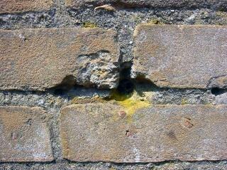 Craquage mur de briques