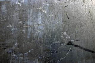 Craquage et mur peint, gratté, sombre