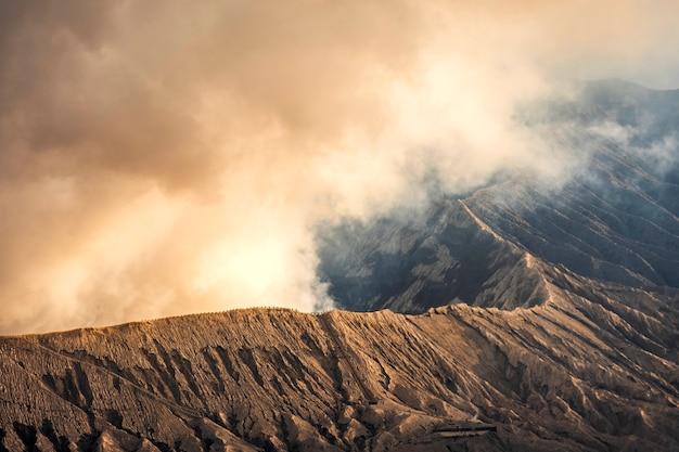 Cratère du volcan mt.bromo java oriental, indonésie