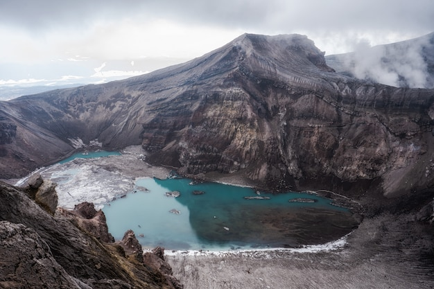 Cratère volcanique actif, volcan mutnovsky, kamchatka