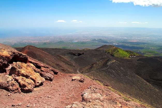 Cratères du volcan etna en sicile, italie
