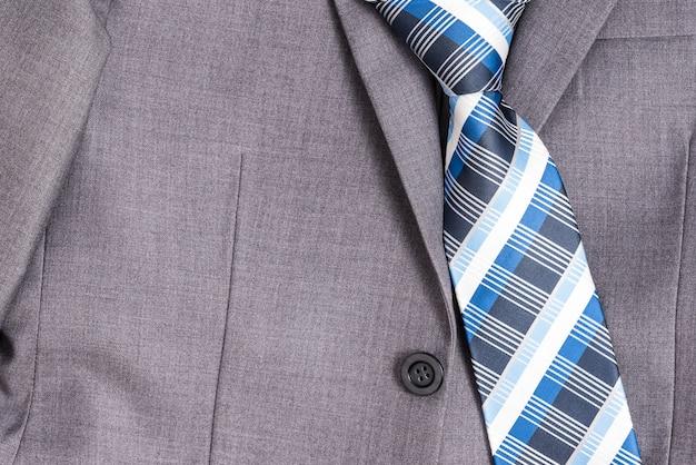 Cravate et combinaison